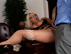 Dishy ash-blonde Sadie Swede gets drilled unfathomable