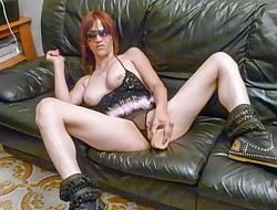 SCAMBISTI MATURI - Italian amateur redhead sucking beef whistle